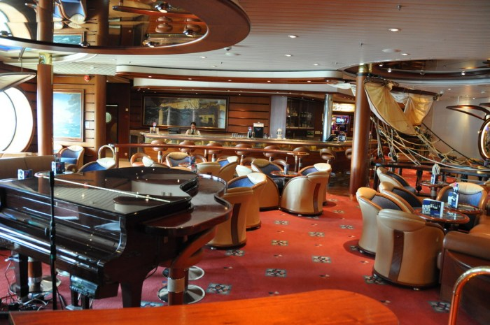 Jersey Shore Vacations: Explorer of the Seas Schooner Bar