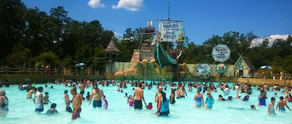 Six Flags Hurricane Harbor Review Wave Pool