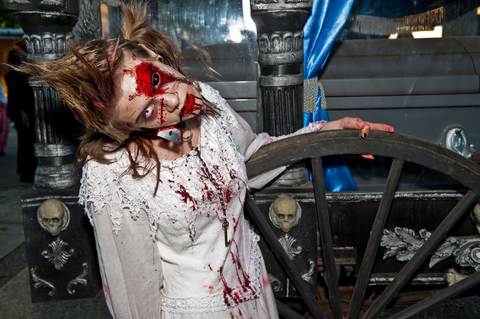 Six Flags New Jersey FrightFest zombie